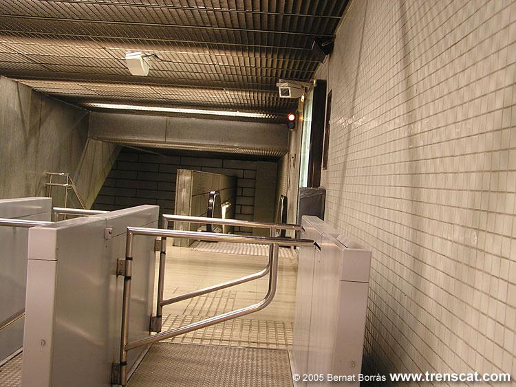 El metro de barcelona l nia l2 bac de roda for Gimnasio bac de roda
